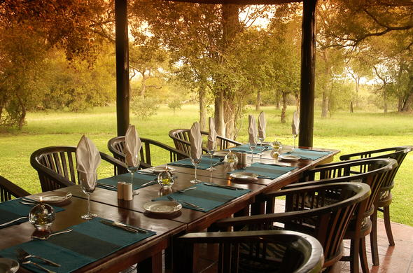 The dining table on the nKaya Lodge patio.